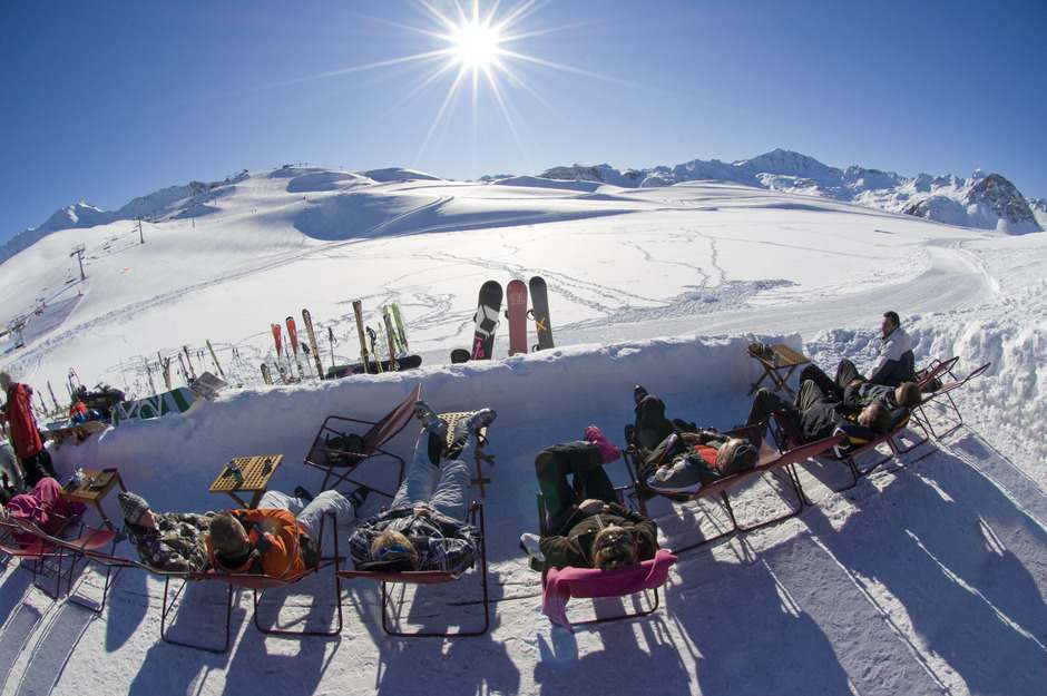 Val d'Isère offers a vast ski area with great snow and optimal weather conditions for skiing